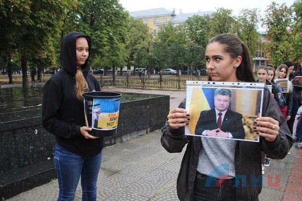 """Наследники """"бабушек Путина"""": в сети подняли на смех фото безумной акции в Луганске"""