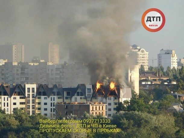 У Києві спалахнула потужна пожежа в багатоповерховому будинку: фото з місця НП