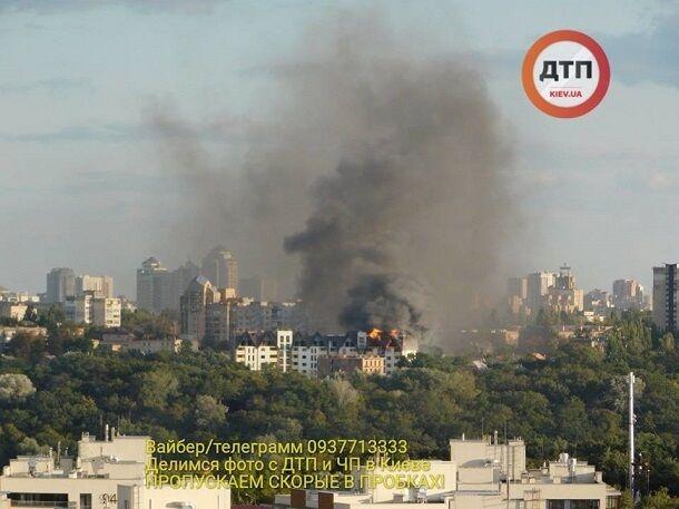 В Киеве вспыхнул мощный пожар в многоэтажном доме: фото с места ЧП