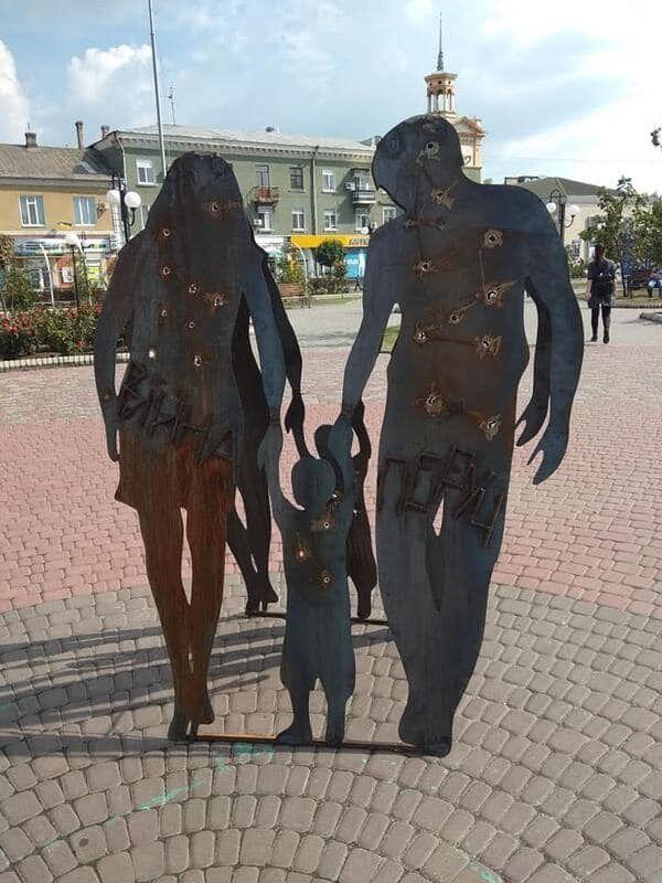 Война рядом: на украинском курорте установили мощную инсталляцию, фото