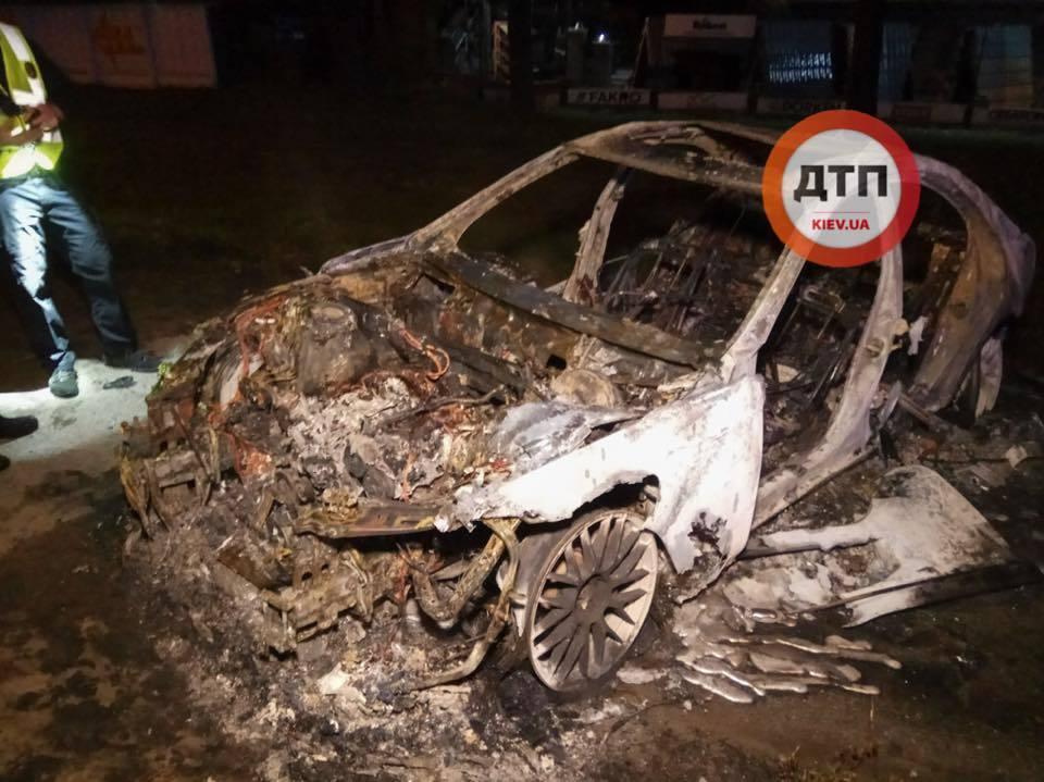 Бежал от полиции: в Киеве произошло огненное ДТП, фото