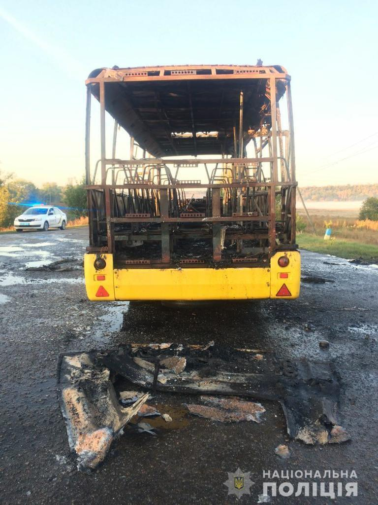 Под Харьковом сгорел пассажирский автобус: жуткие фото