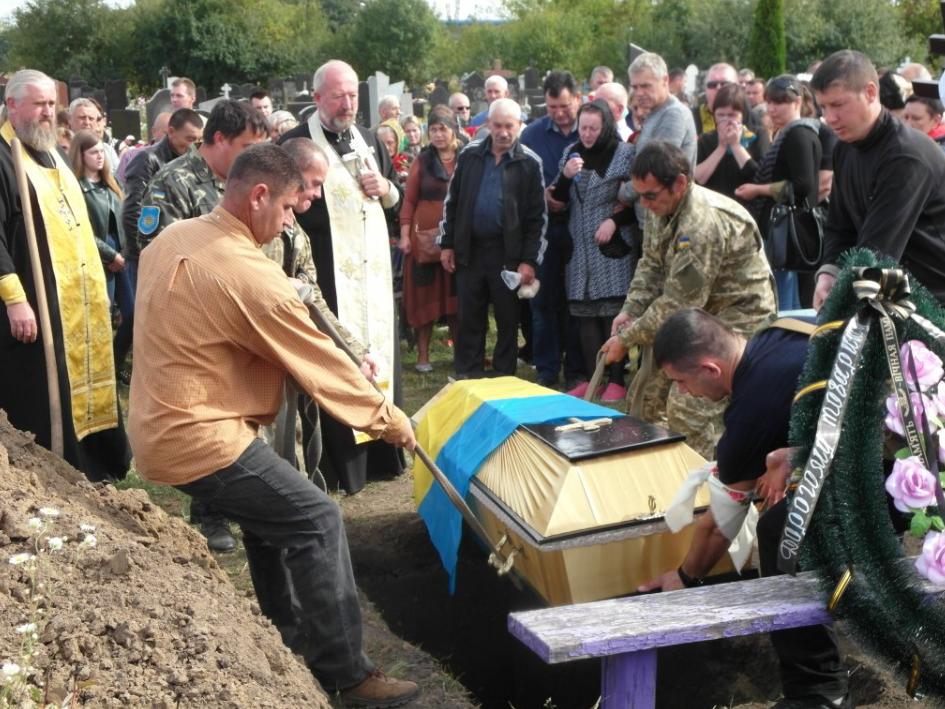 Под Хмельницким простились с погибшим на Донбассе военным: появились фото