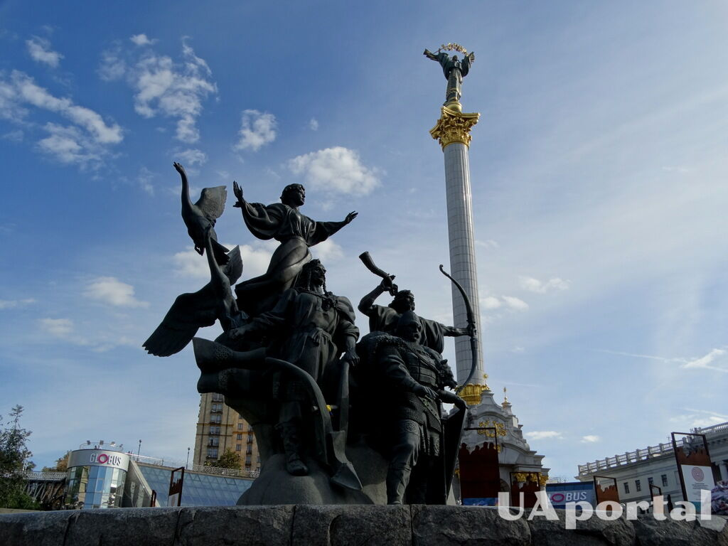 Пам'ятник засновникам Києва на Майдані