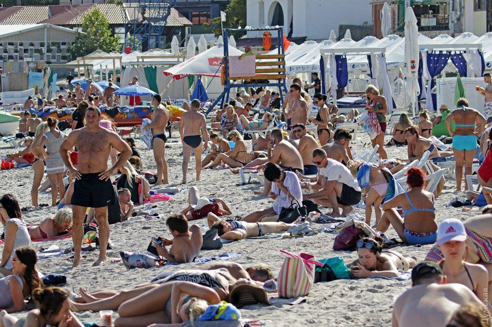 49 августа: появились фото толп отдыхающих в Одессе
