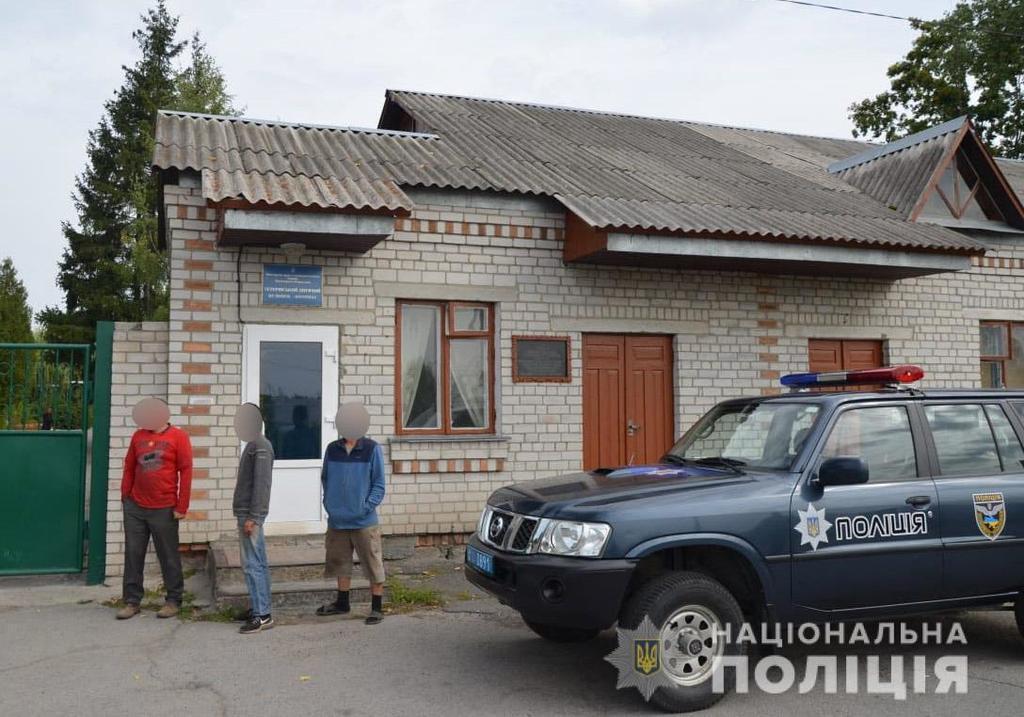 В Україні в трудовому рабстві тримали дітей і осіб з інвалідністю: фото і деталі