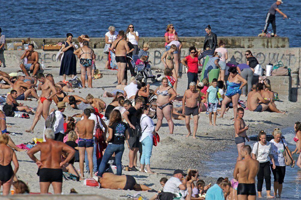 49 серпня: з'явилися фото натовпів відпочиваючих в Одесі