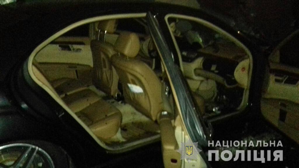 В Ровно сожгли авто депутата: жуткие фото и видео с места ЧП