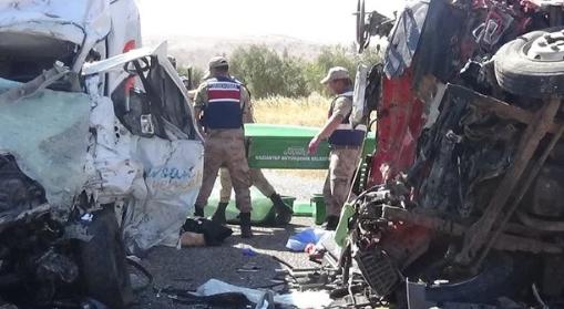 Десятки жертв і потерпілих: з'явилися фото з місця серйозної ДТП в Туреччині