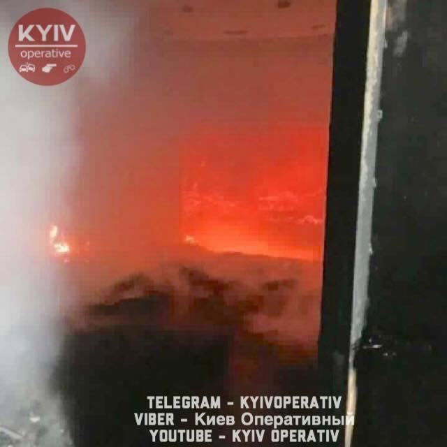Стало известно о поджоге учебного центра Нацполиции в Киеве: фото пожара