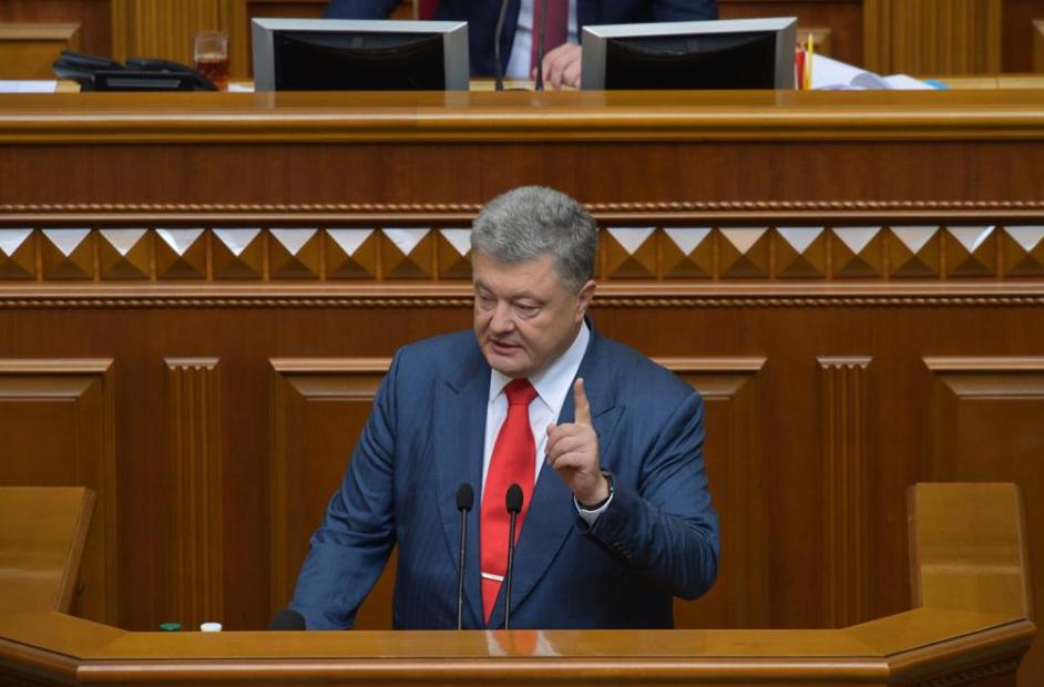 Навушник у вусі? Чим вразили виступи Порошенка і Тимошенко