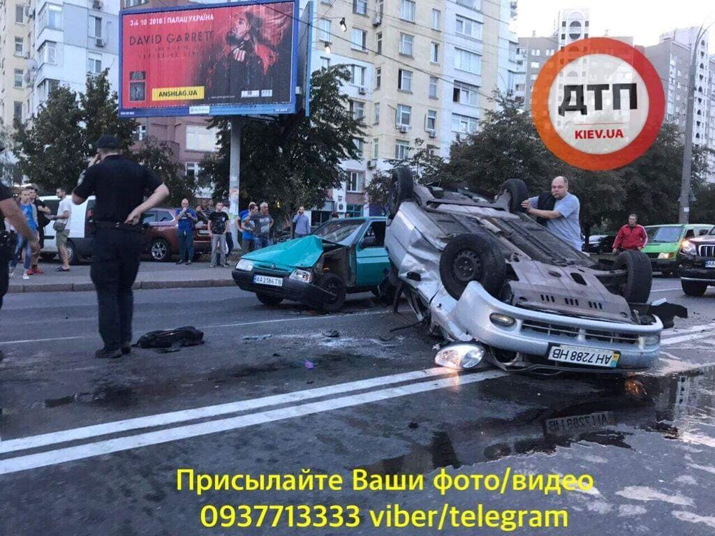 В Киеве феерически пьяный водитель устроил погоню и ДТП с пятью авто: фото и видео
