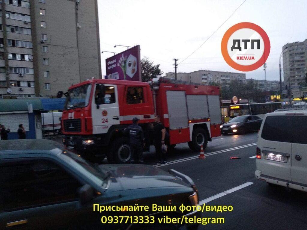У Києві феєрично п'яний водій влаштував перегони і ДТП з п'ятьма авто: фото і відео