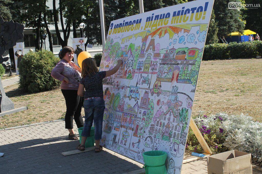 На освобожденном Донбассе под флагами Украины с размахом отметили день города: видео
