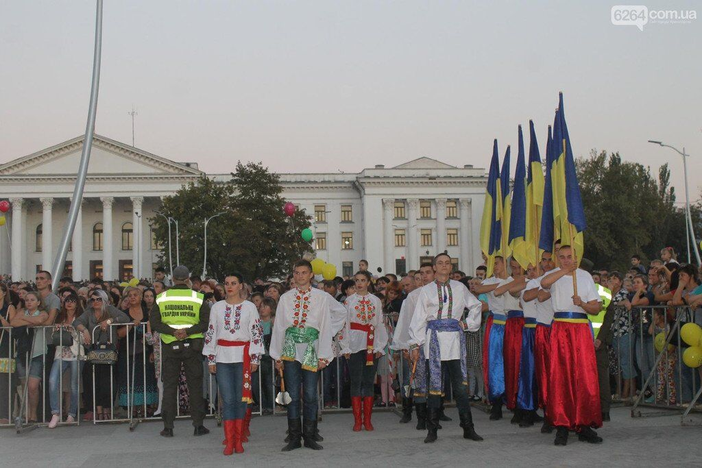 На звільненому Донбасі під прапорами України з розмахом відзначили день міста: відео