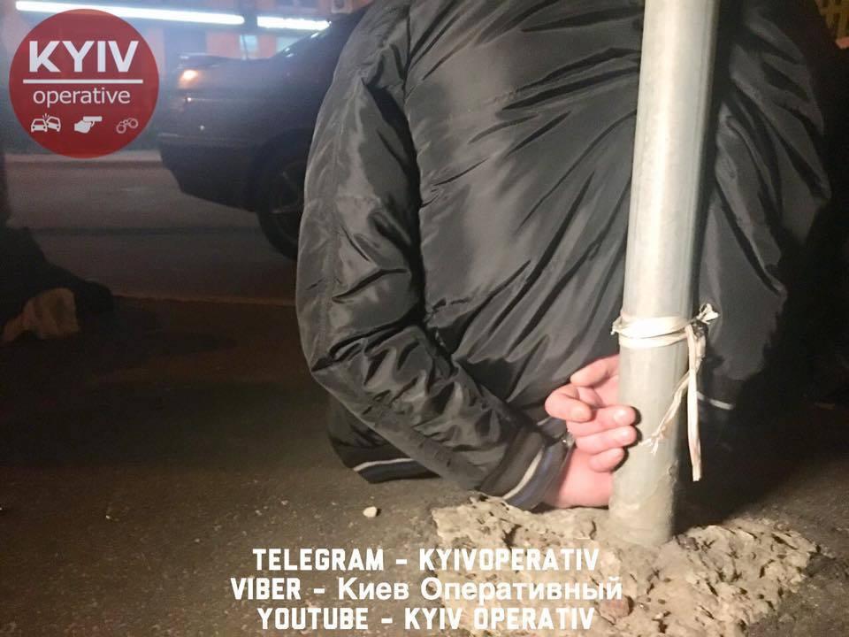 В Киеве жертва неразделенной любви сжег чужую машину: фото