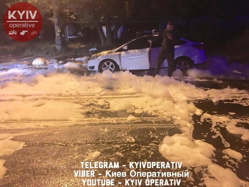 У Києві жертва нерозділеного кохання спалив чужу машину: фото