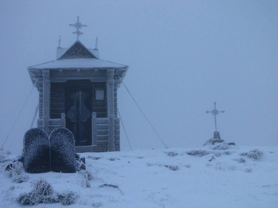 Карпати замело першим снігом: в мережі показали вражаючі фото і відео