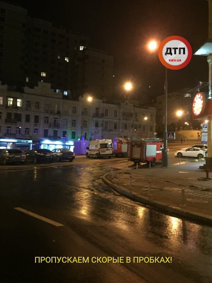 Чекаємо новий ТЦ? Пожежа в Києві стривожила мережу, фото і відео