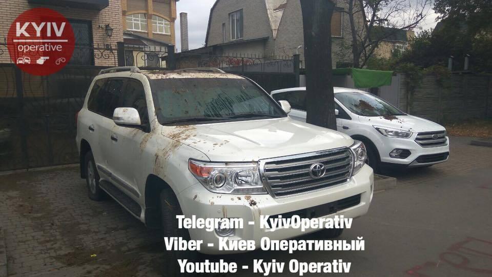 """В Киеве интересно """"передали привет"""" российским дипломатам: фото"""
