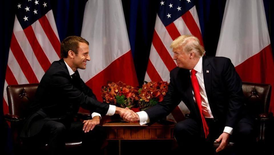 """Это шедевр: сеть повеселило """"особое"""" фото встречи Макрона и Трампа"""