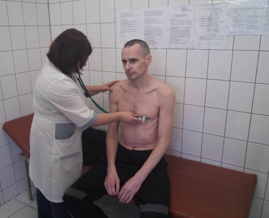 Это узник концлагеря: российские тюремщики показали фото Олега Сенцова из больницы