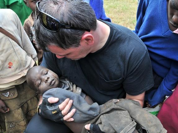Пастор Геннадій Мохненко рятує сиріт не тільки в Україні, але і в Африці