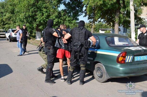 """На Донбассе мужчина с """"бомбой в голове"""" захватил школу: опубликованы фото"""