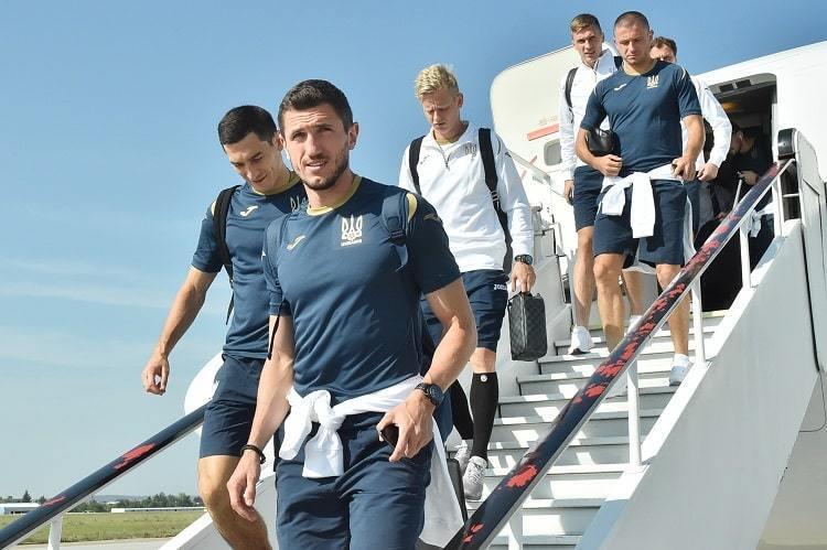 Збірна України прибула на історичний матч з Чехією: склад команди, фото