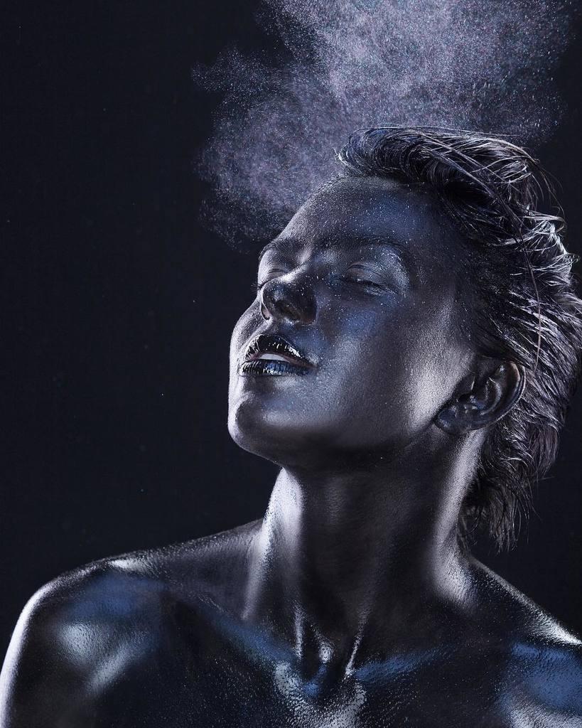 Жену нардепа осудили за голые фото