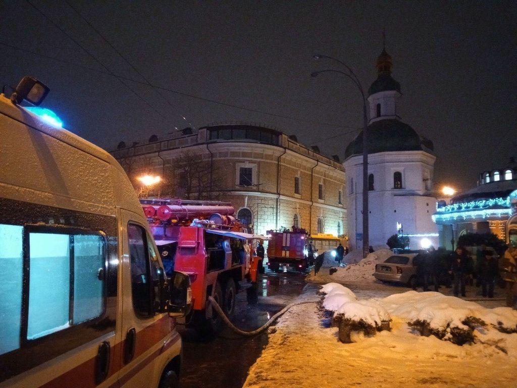 В пожаре у Киево-Печерской лавры заметили странное. Что известно