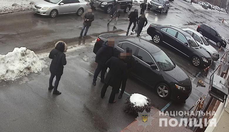 """""""Ти навіщо мою маму образив?!"""" Відео нападу на Дзідзьо в Києві"""