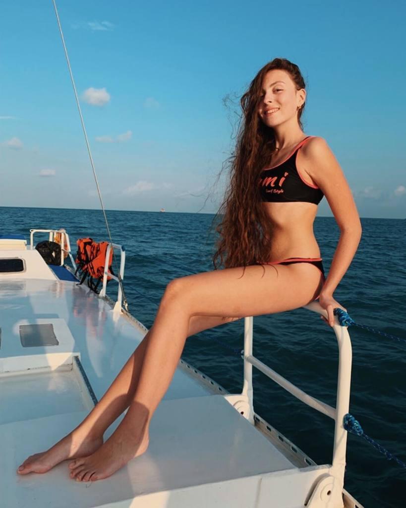 Маша Полякова показала стройное тело: кто она и что еще постит в Instagram