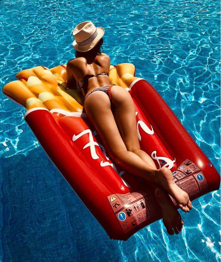 Саша Морозова любит сниматься голой: кто она, горячие фото