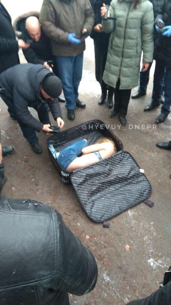 В Днепре нашли труп девушки в чемодане: фото и первые данные вгоняют в ступор