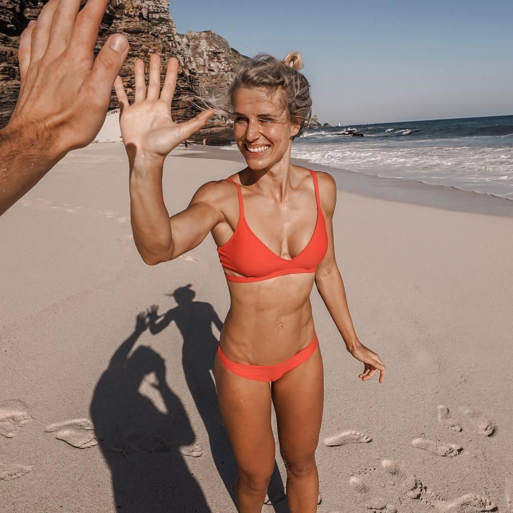 Адриенн Колесар: горячие фото, за которые чуть не уволили девушку-копа