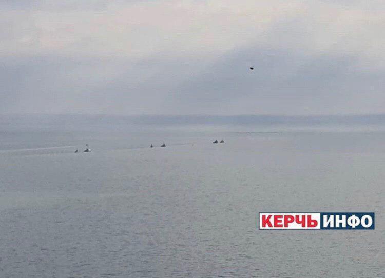 Россия возвращает Украине захваченные корабли: фото с места