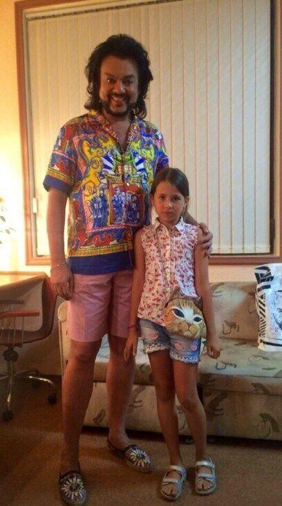 Олексій Панін після скандального відео з донькою показав, до кого він її водив, фото
