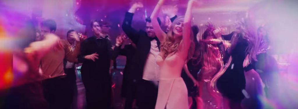 Танцевач: чоловік Асмус після постільної сцени дружини знявся і в своєму відео 18+