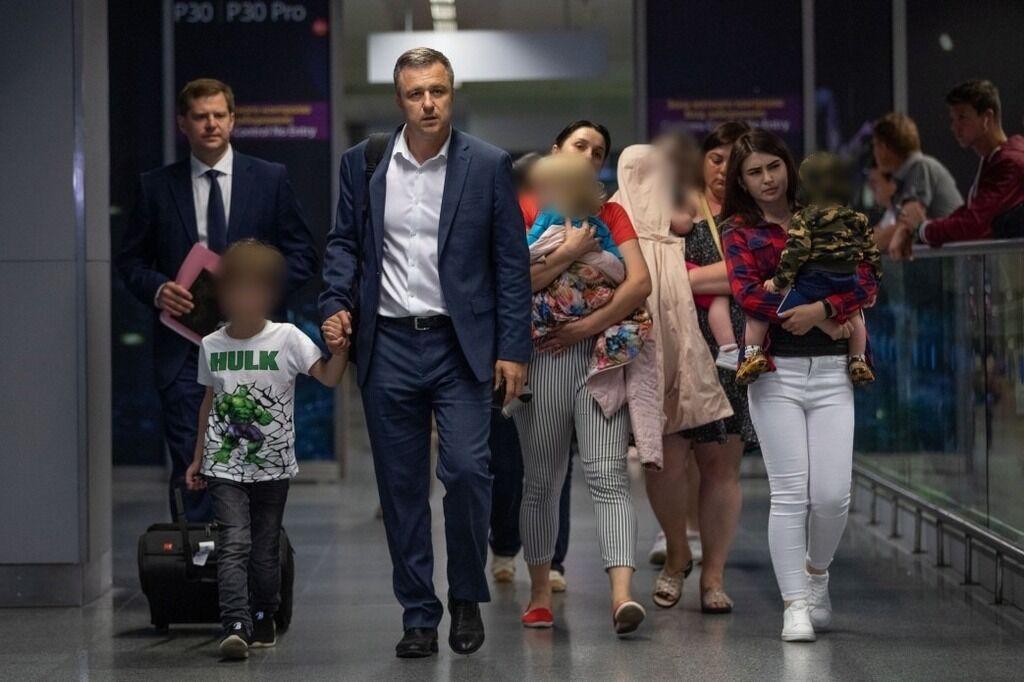 Как выглядит Николай Кулеба с женой и детьми на фото