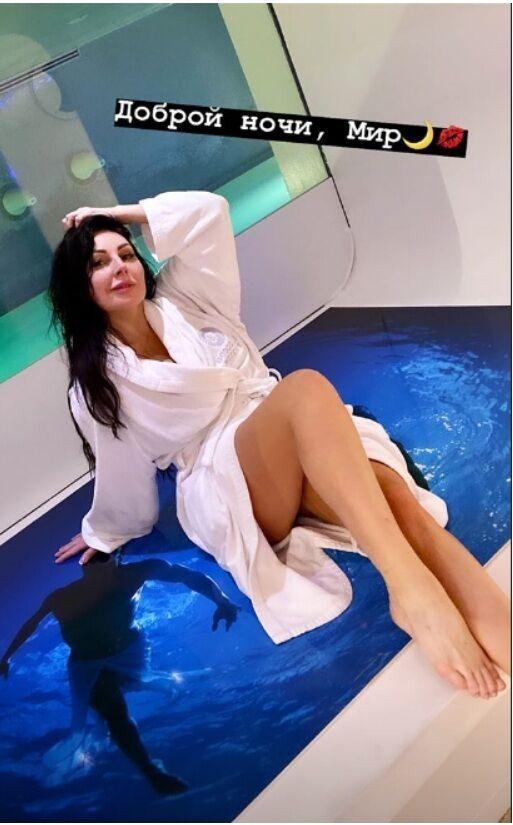 Наталя Бочкарьова після скандалу з кокаїном показала, що у неї під халатом