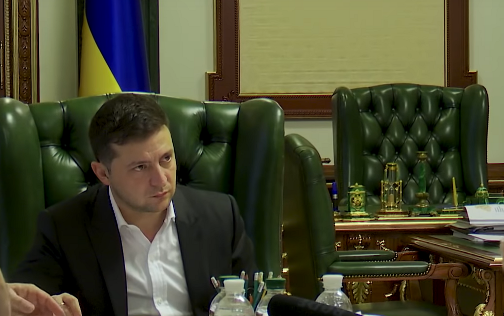 Зеленський втомився і незадоволений? Останні фото і відео президента