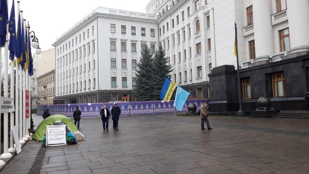 Біля Офісу президента зводять новорічну ковзанку