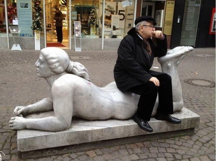 Не Брухунова и не Степаненко: Петросян забрался на голую женщину, фото