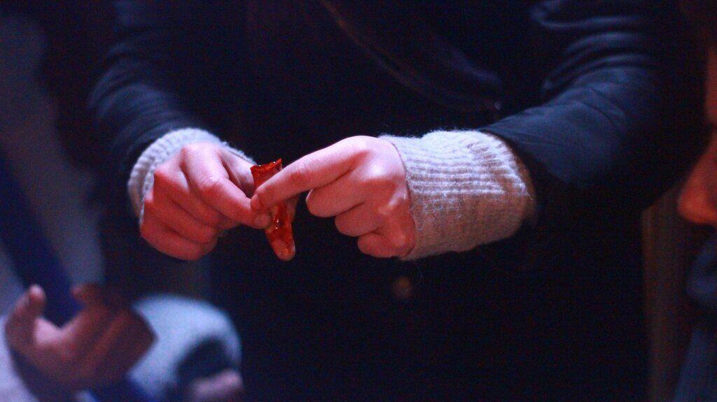 """Дар'я Петрожицька після """"Папіка"""" потрапила в історію з відрізаним пальцем, відео"""