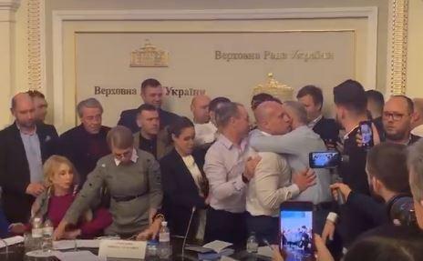 Шуфрич після чуток про роман з Юлією Тимошенко приголубив Іллю Киву, відео