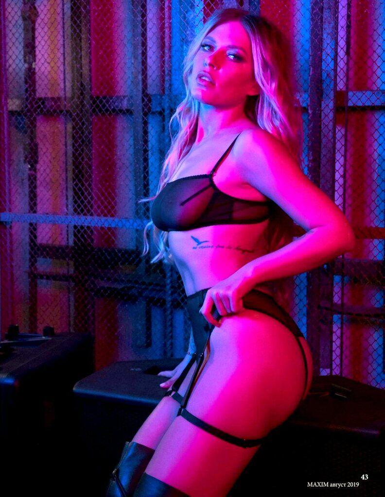 Гола Рита Дакота на фото і відео 18+