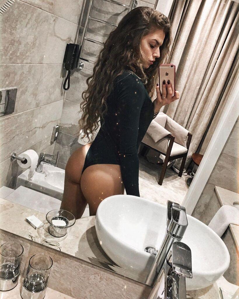 Лєра Меркулова після щелкуні з Галустяном опинилася в туалеті, фото