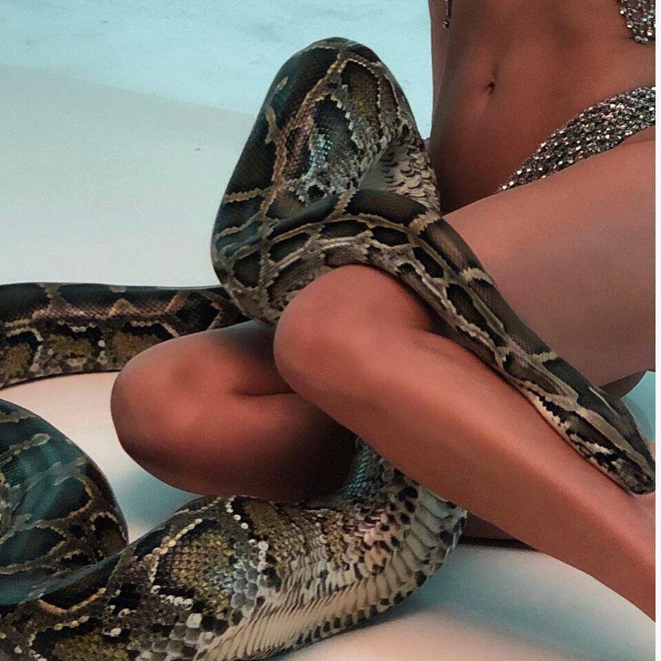У Ирины Шейк после ее разрыва с Бредли Купером оказалось между ног нечто огромное, фото