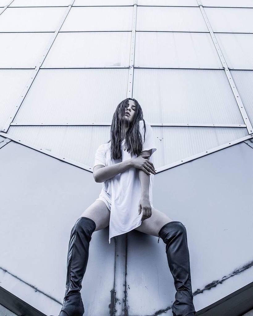 MARUV: найгарячіші і яскраві фото співачки
